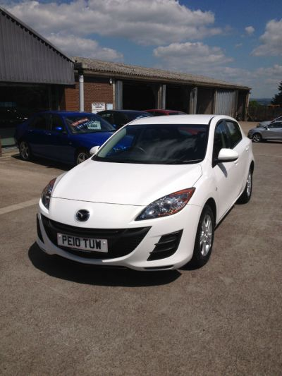 Mazda 3 1.6d TS 5dr Hatchback Diesel White at Hursley Hill & SMG Bristol